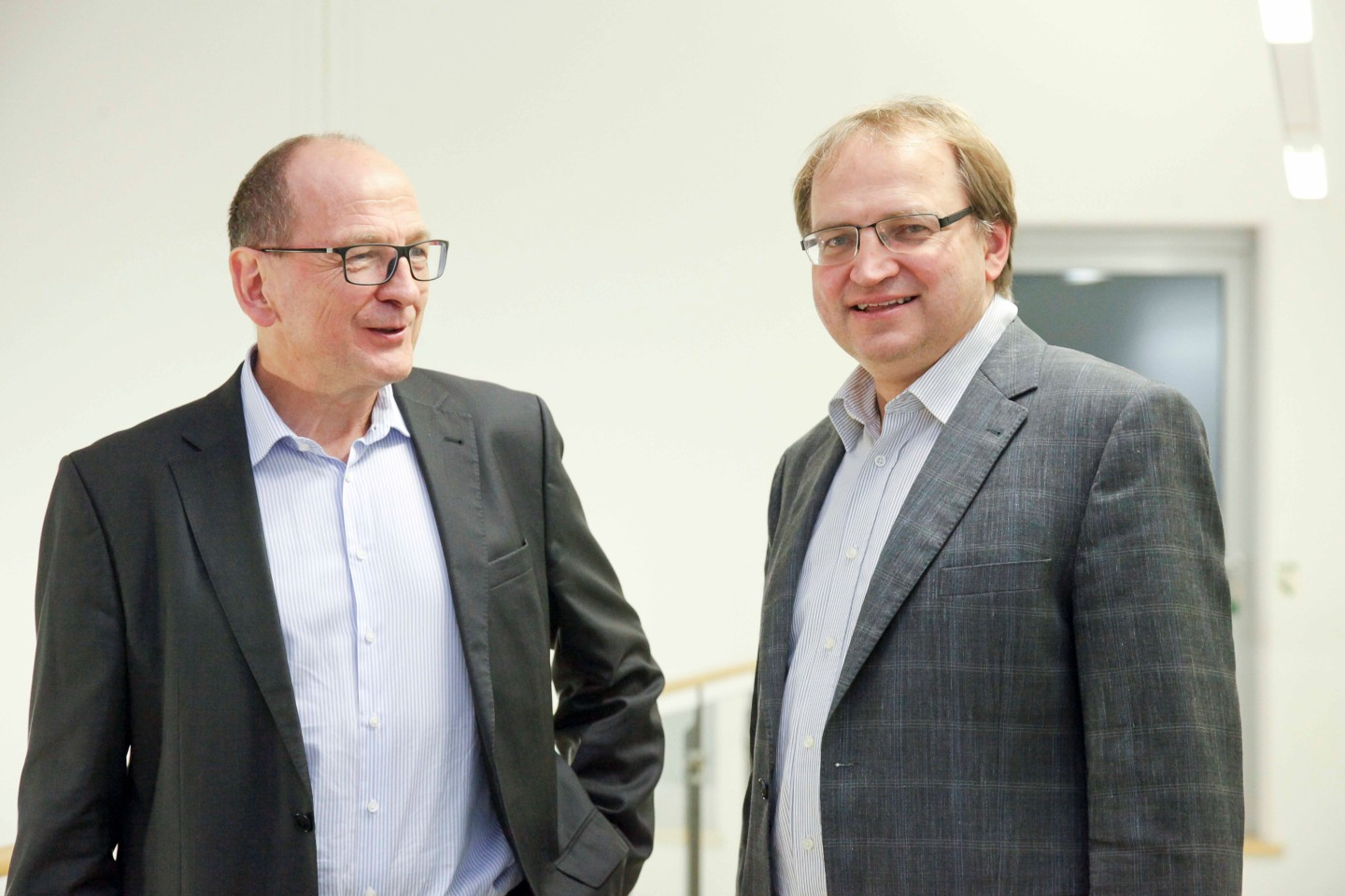 Executive Director Prof. Dr. Albert Heuberger (left) and Director with focus on Audio & Multimedia Dr. Bernhard Grill (right)